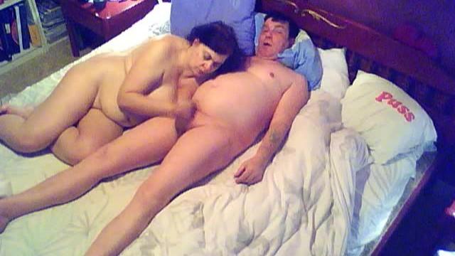 Altes dickes Ehepaar filmt sich privat